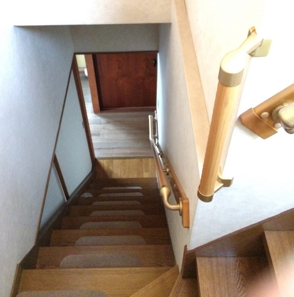 【介護リフォーム工事】階段に手すりを設置