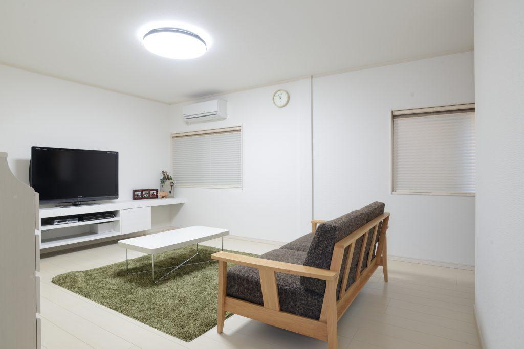 白を基調とした明るい居住空間