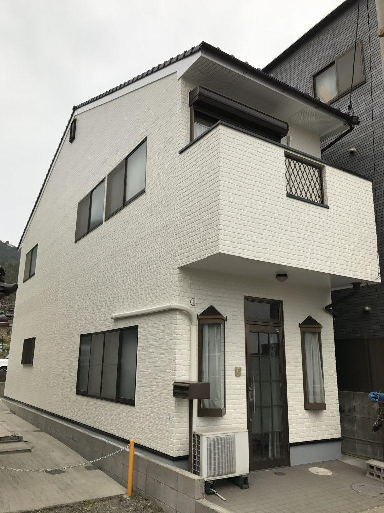 【外壁塗装工事】塗装前の下地処理により長持ちする家に