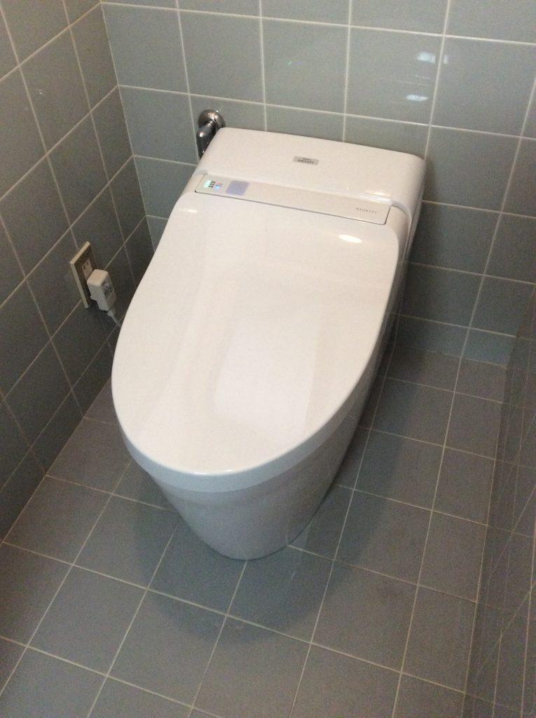 スタイリッシュなタンクレストイレに。