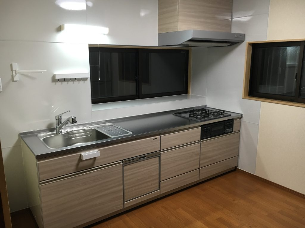 【キッチンリフォーム工事】窓も一緒に台所のリフォーム。