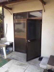 玄関サッシカバー工法
