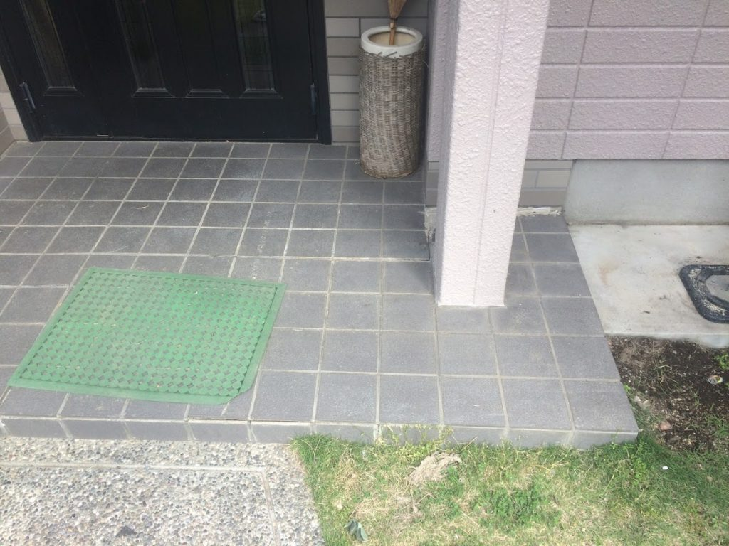 玄関ポーチタイル貼り替え