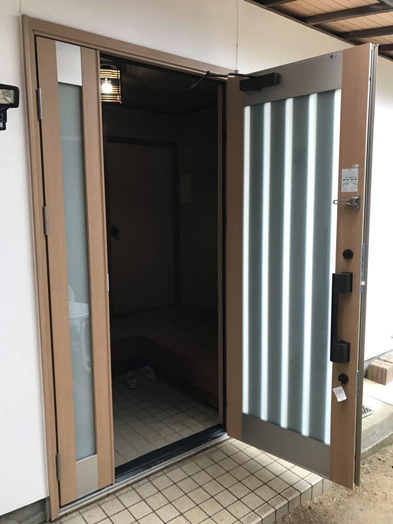 【玄関サッシ交換工事】引戸から開き戸への交換も半日で