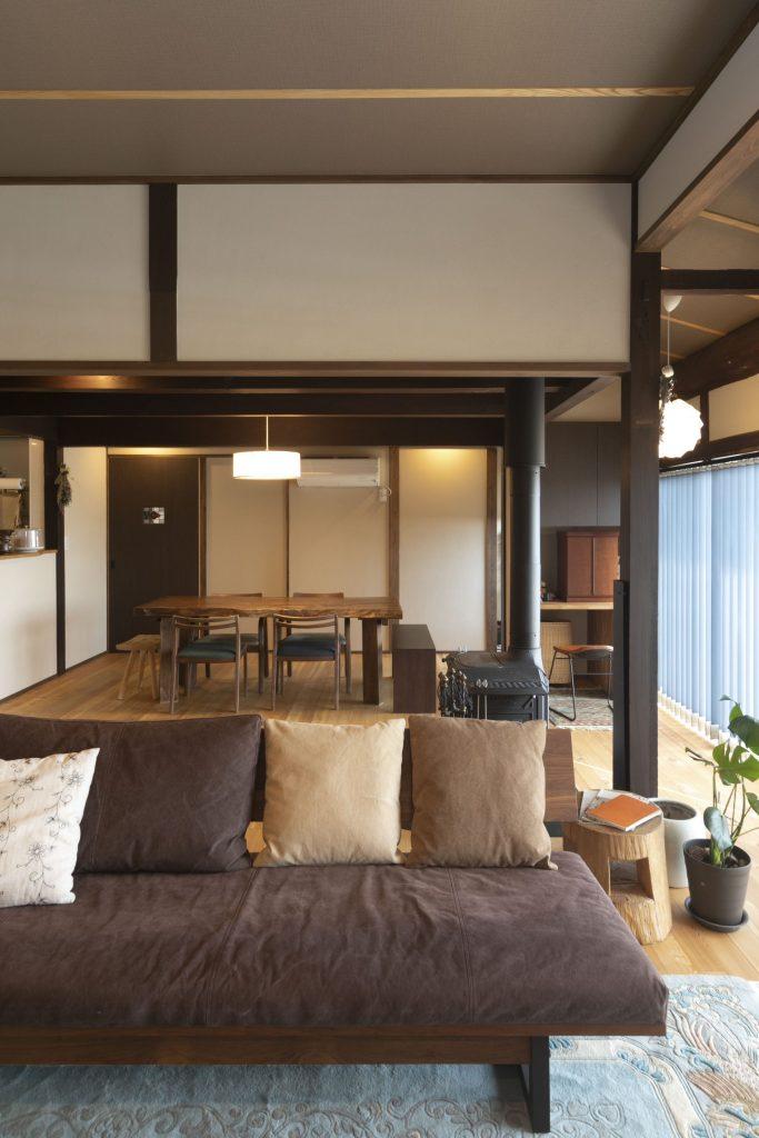 薪ストーブとカフェがある、築100年超の集いの古民家