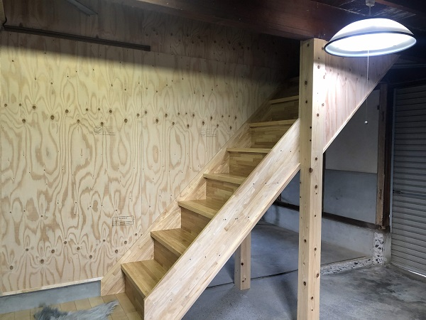 1階は倉庫、2階はこだわり壁紙の子供部屋♪