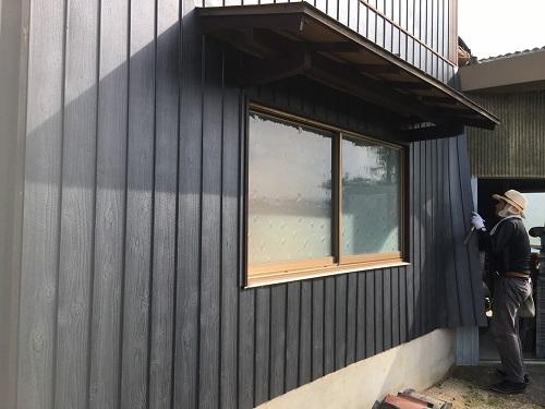 デザイン性に優れた金属板でモダンな外壁へ♪