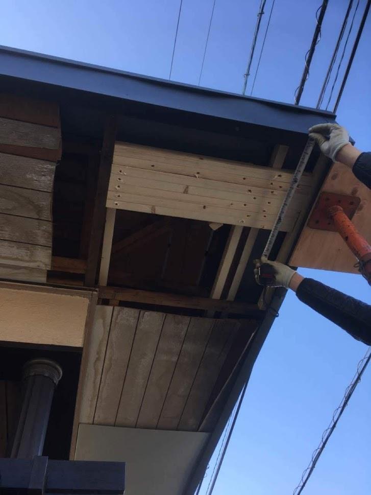【軒天リフォーム】重さで下がってきた軒天を補修工事!