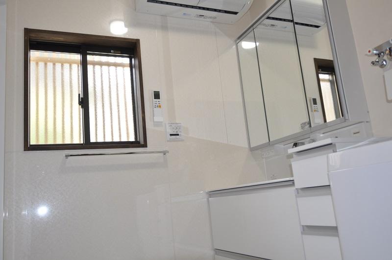 【洗面所リフォーム】お手入れしやすい洗面室に。