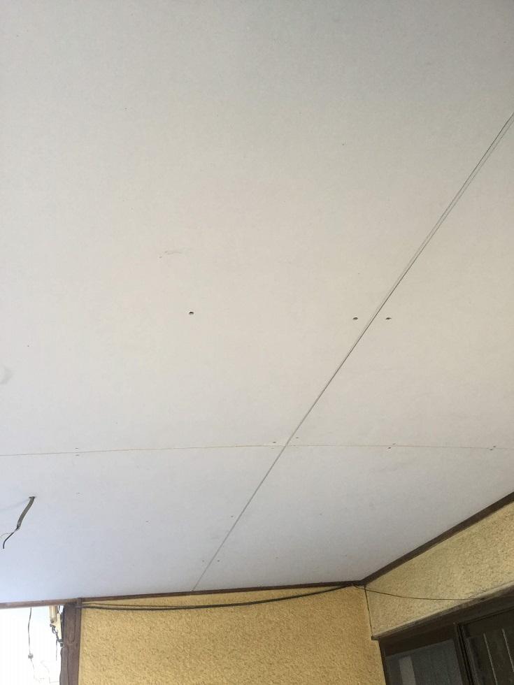 玄関庇からの煩わしい雨漏りを解消!