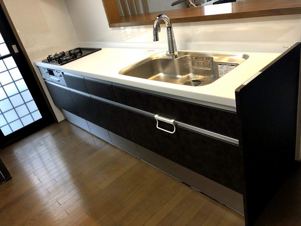 【キッチン】人造大理石キッチンで明るい料理ライフ