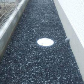 土間コンクリート以外にも砂利敷きもしております!