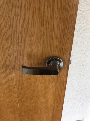 木製の扉にも鍵が取り付けられます