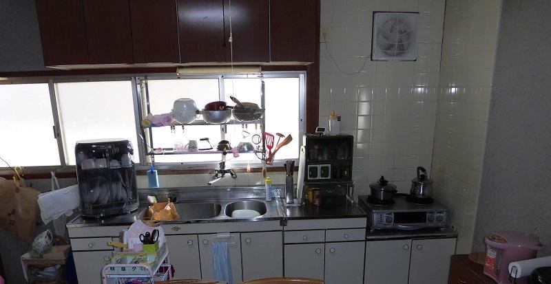 【キッチンリフォーム】明るく手入れしやすいキッチンに!