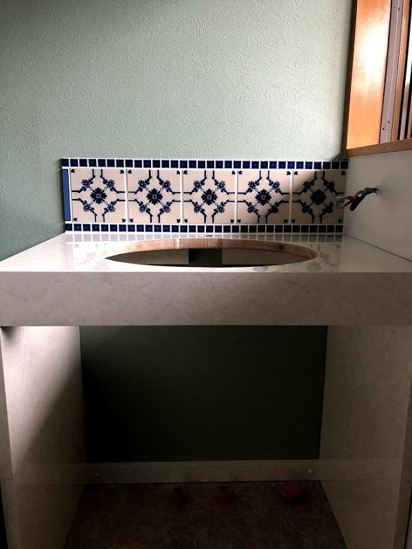 アンティーク調の洗面スペースに変わりました!