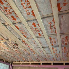 天井の工事中。