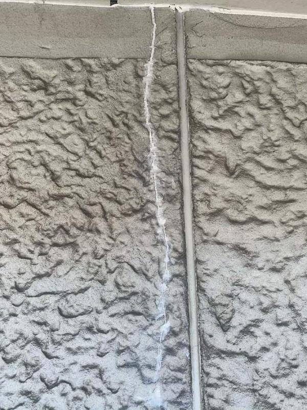新しい瓦と外壁の色でカッコいい外観へ。