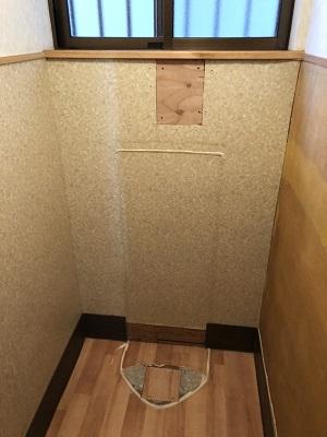 男性用トイレ→収納スペース。