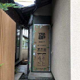 鴨方 K様邸 離れ改修工事 玄関ドア付きました。