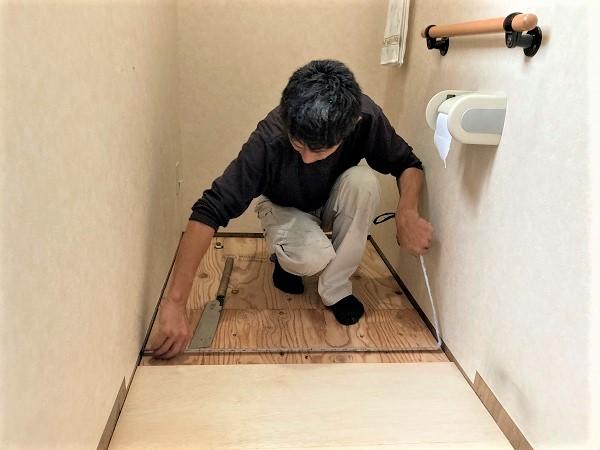段差のないバリアフリーな床で快適なトイレ空間を