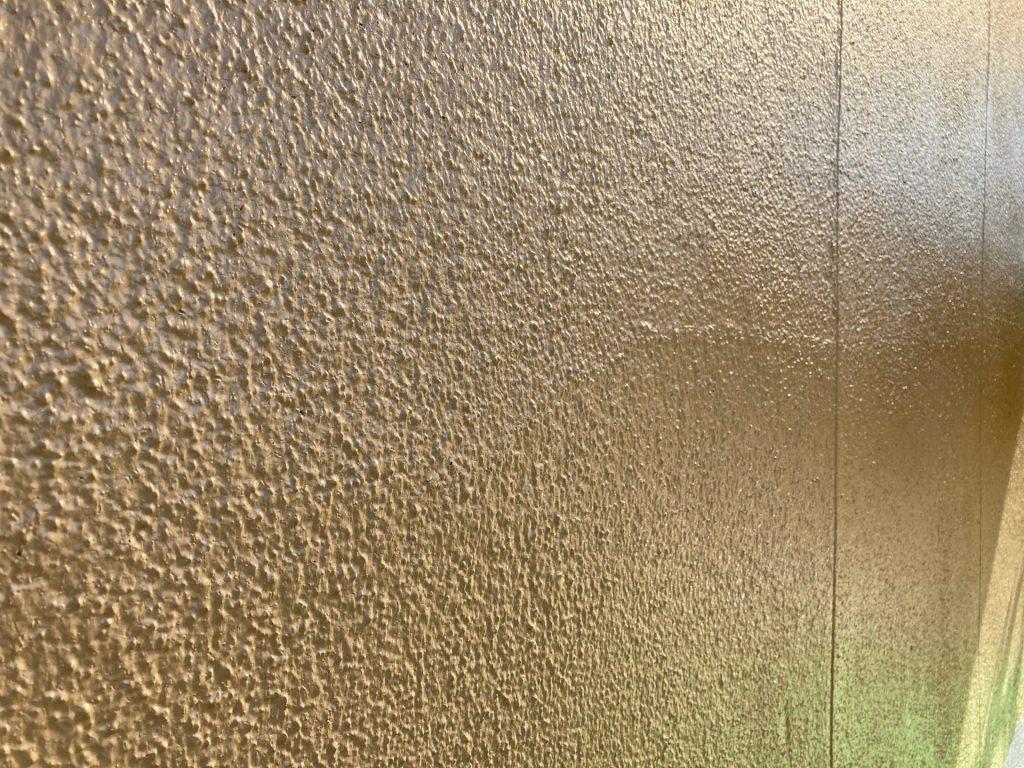 白い外壁から優しく柔らかい雰囲気の外壁へ♪