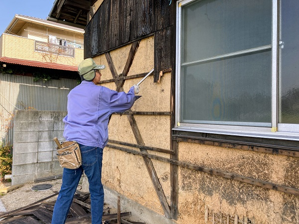 焼き板の張り替え工事やってます!