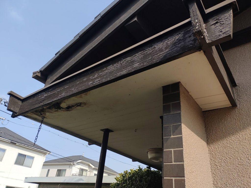 【玄関庇工事】雨漏りで剝がれた軒天補修します!
