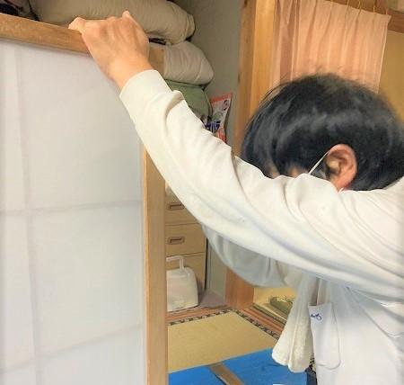 建具(室内木製ドア)を調整してスムーズな開閉に