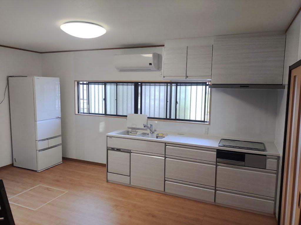 【キッチン+内装工事】リフォームで大変身!明るくなった空間が家族の憩いの場へ